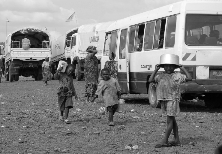 Children carry water in a Congolese IDP camp